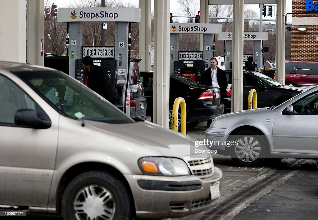 Customers line up to fill up fuel tanks at the Stop and Shop gas station in Boston, Massachusetts, U.S., on Friday, Feb. 8, 2013. The New England cities are expected to receive more than 2 feet of snow by the time Winter Storm Nemo moves out tomorrow night, according to the weather service. Photographer: Kelvin Ma/Bloomberg via Getty Images