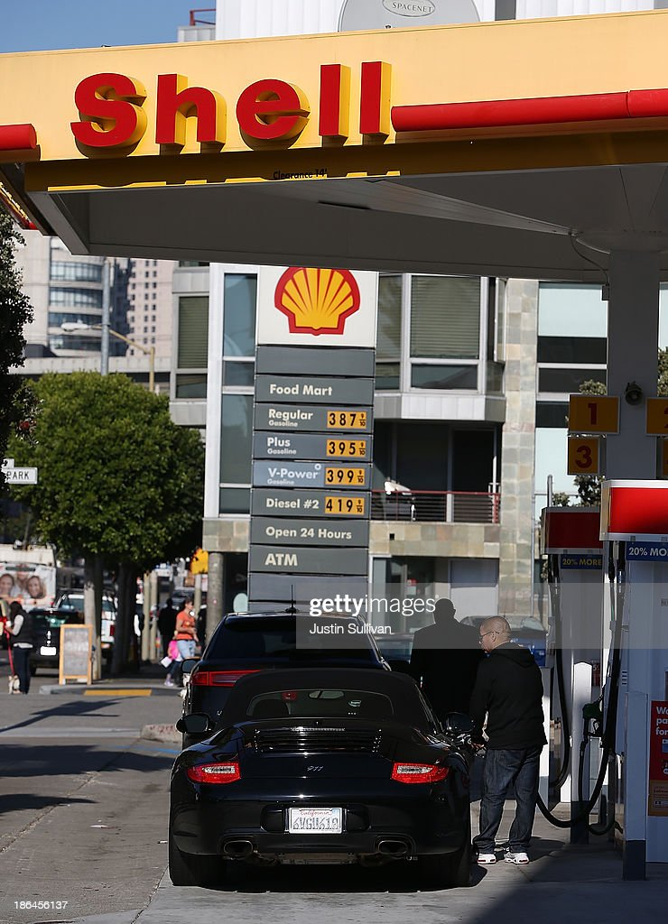 Customers pump gasoline into their cars at a Shell gas station on October 31, 2013 in San Francisco, California. Royal Dutch Shell reported a 32% decline in third quarter profits with earnings of $4.5 billion compared to $6.5 billion one year ago.