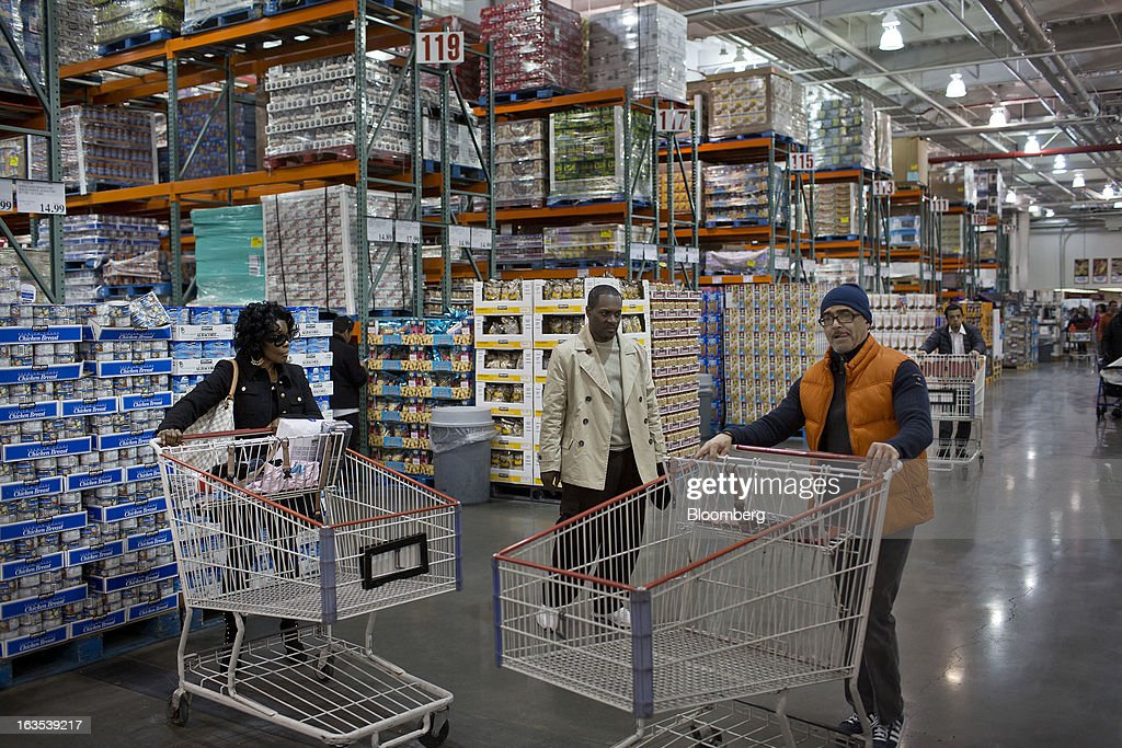 Customers push shopping carts at a Costco Wholesale Corp. store in New York, U.S., on Monday, March 11, 2013. Costco is expected to release quarterly earnings results on March 12. Photographer: Victor J. Blue/Bloomberg via Getty Images