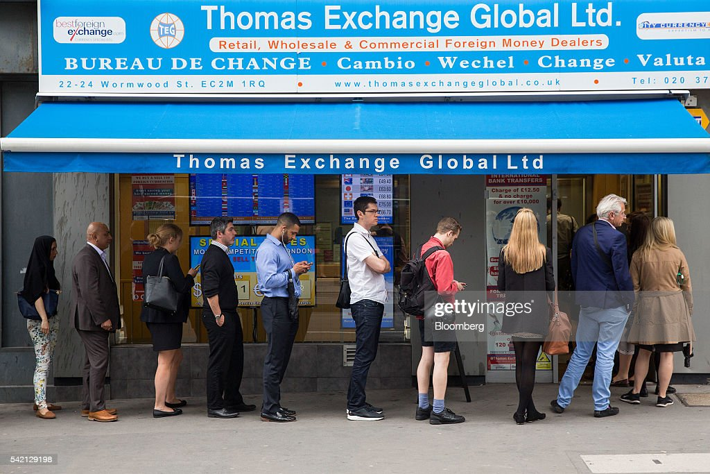 customers queue at foreign currency exchanges getty images. Black Bedroom Furniture Sets. Home Design Ideas