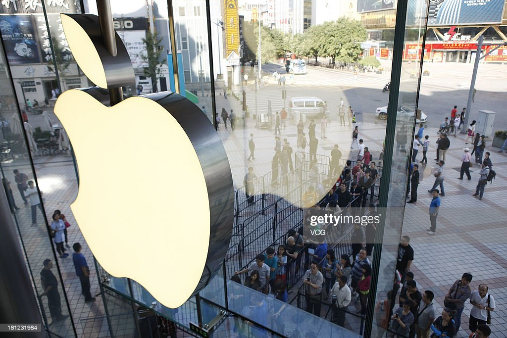 Customers queue to buy Apple's new iPhone 5c and 5s smartphones outside the Apple Store at Wangfujing on September 20, 2013 in Beijing, China. Apple starts selling two new iPhone smartphones in the Chinese mainland on Friday.