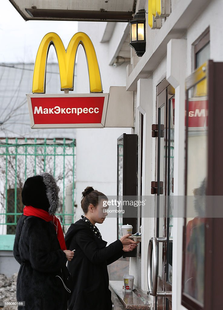 Customers queue to place their orders at a service window outside a McDonald's food restaurant in Moscow, Russia, on Sunday, April 7, 2013. McDonald's Corp., which virtually created the market for burgers and fries in the country and convinced Russians it's OK to eat with their hands, must fend off a growing challenge from rivals Burger King Worldwide Inc., Subway Restaurants, Yum! Brands Inc. and Wendy's Co. Photographer: Andrey Rudakov/Bloomberg via Getty Images