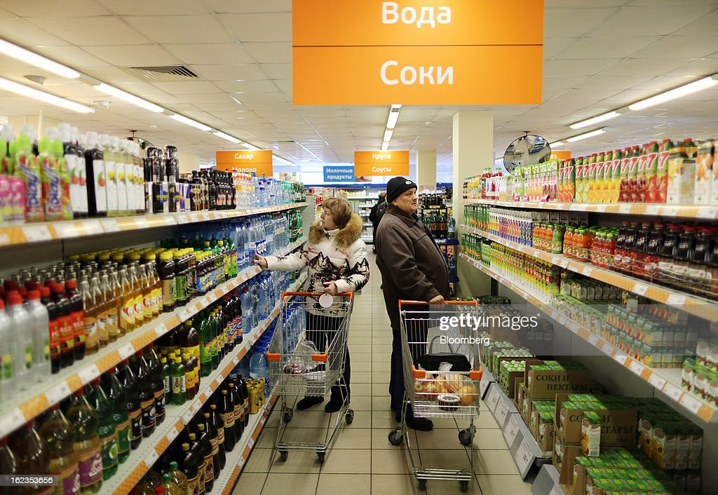 Customers select goods displayed for sale in the aisle of a supermarket operated by OAO Dixy Group in Moscow, Russia, on Friday, Feb. 22, 2013. Russia's largest retailer by market value, OAO Magnit, is spending as much as $1.8 billion this year to compete against X5 Retail Group NV and OAO Dixy Group. Photographer: Andrey Rudakov/Bloomberg via Getty Images