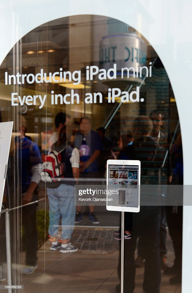 Customers shop at an Apple Store on November 2, 2012 in Los Angeles, California. It was reported that lines at Apple stores nationwide were short as the new iPad mini and 4th generation iPad went on sale today.