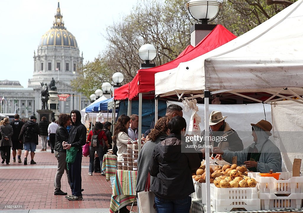 Customers shop for fresh vegetables at a farmers market on March 16, 2011 in San Francisco, California. Wholesale prices in the United States spiked last month with a 3.3% rise in energy prices and a 3.9% jump in food prices.