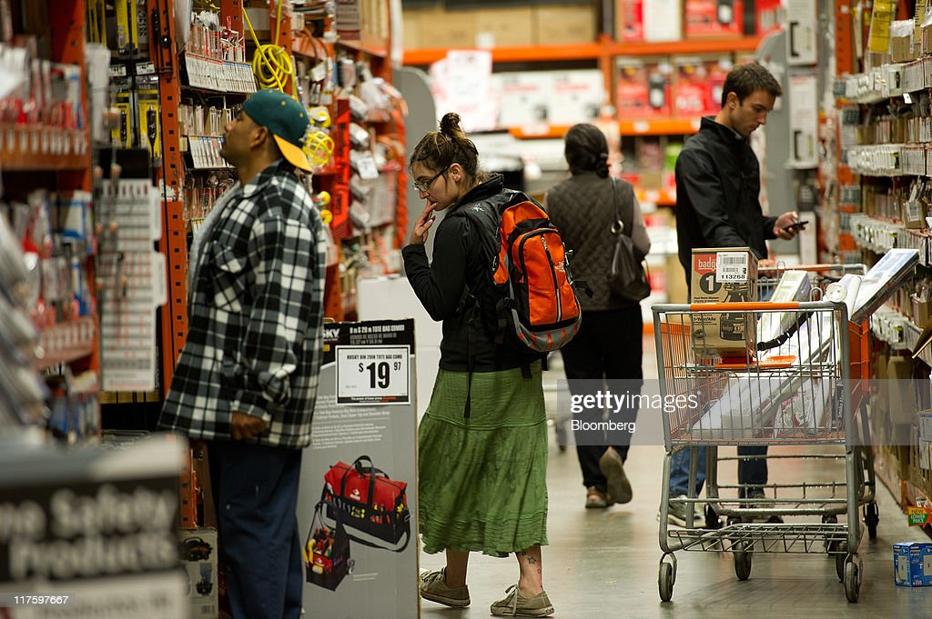 Home Depot Profit Meets Analysts Estimates on Cost Cuts Photos