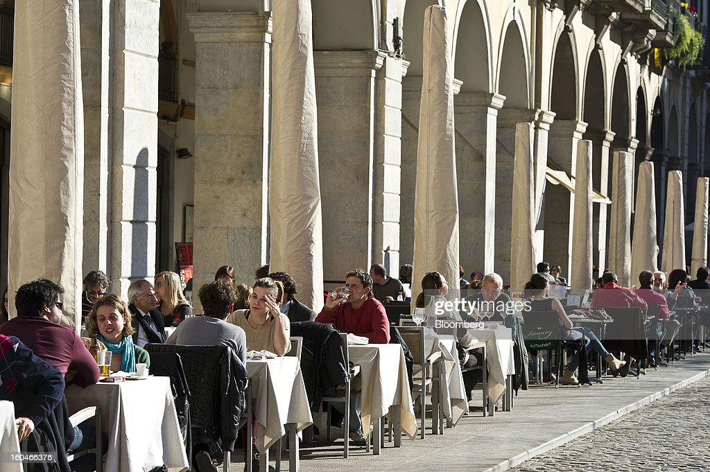 Customers sit and eat in an outdoor cafe in Girona, Spain, on Thursday, Jan. 31, 2013. Spain's recession deepened more than economists forecast in the fourth quarter as the government's struggle to rein in the euro region's second-largest budget deficit weighed on domestic demand. Photographer: David Ramos/Bloomberg via Getty Images