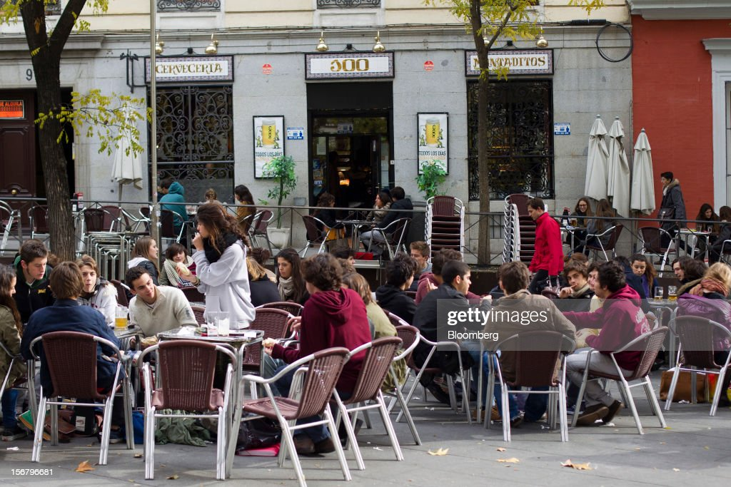 Customers sit at outdoor tables on the terrace of a 100 Montaditos restaurant in Madrid, Spain, on Wednesday, Nov. 21, 2012. The Madrid-based chain in January opened its first U.S. restaurant in Miami and aims to have eight outlets in Florida by next March. Photographer: Angel Navarrete/Bloomberg via Getty Images
