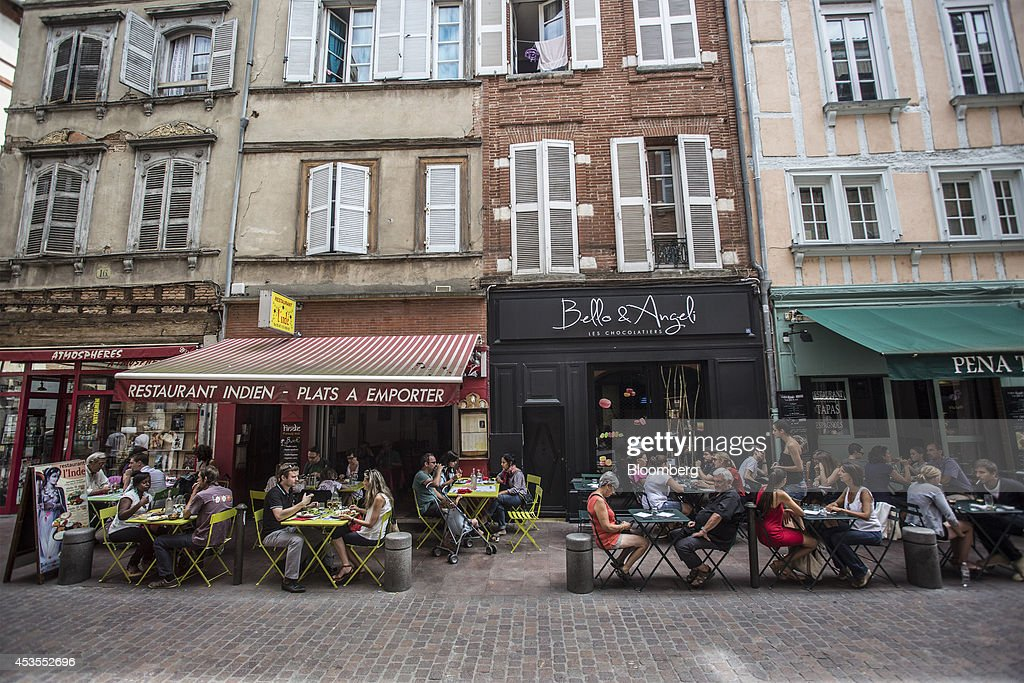 Customers sit at tables at an outdoor cafe terrace in Toulouse, France, on Tuesday, Aug. 12, 2014. The euro traded 0.3 percent from a nine-month low before reports this week that may show growth in the region weakened and inflation slowed, adding to signs the bloc's economy is struggling to recover. Photographer: Balint Porneczi/Bloomberg via Getty Images