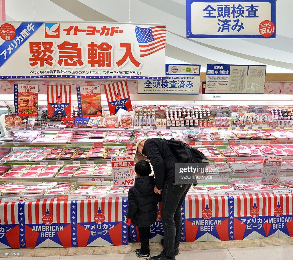 Customers take a look at imported beef, under 30 months old from the US at a Ito-Yokado supermarket in Tokyo on February 16, 2013. The United States on January 28 welcomed news that Japan has eased restrictions on beef imposed due to concerns over mad cow disease, easing a decade-long row between the allies. US officials said that Japan -- formerly the largest buyer of US beef -- had agreed to allow the import of the meat from cattle slaughtered at up to 30 months old, higher than the earlier safety limit of 20 months. AFP PHOTO / KAZUHIRO NOGI