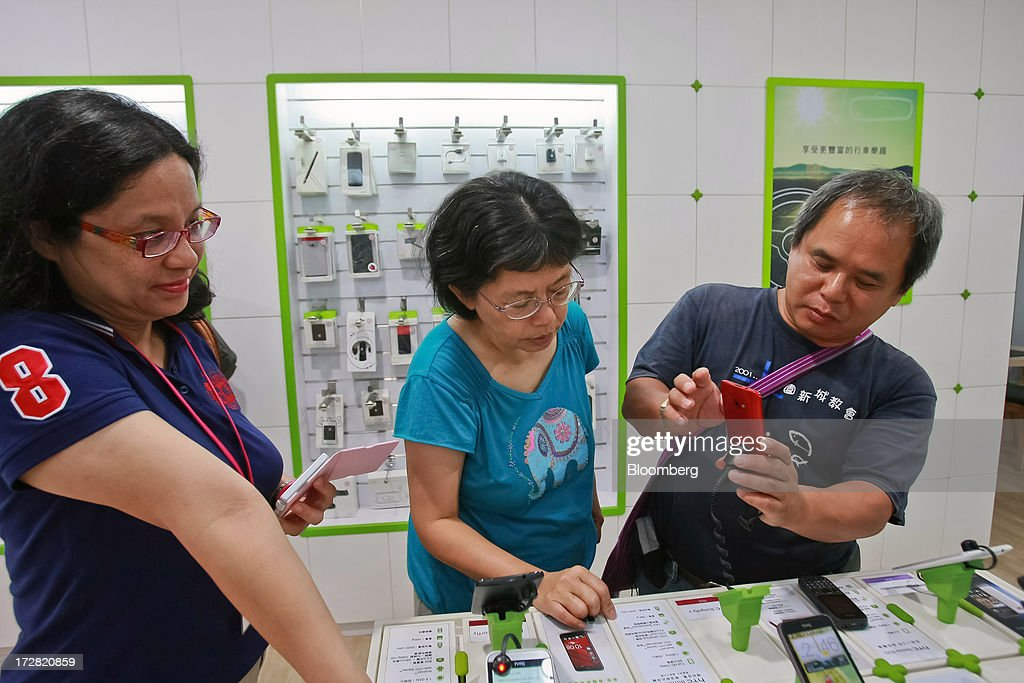 Customers try out HTC Corp. Butterfly S smartphones at one of the company's stores in Taipei, Taiwan, on Thursday, July 4, 2013. HTC is scheduled to announce second quarter earnings on July 8. Photographer: Maurice Tsai/Bloomberg via Getty Images