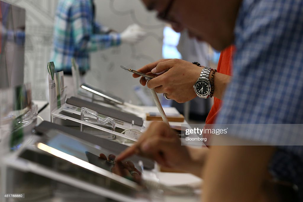 Customers try out Samsung Electronics Co. Galaxy Tab S tablet computers at the company's d'light store in Seoul, South Korea, on Monday, July 7, 2014. Samsung Electronics is scheduled to report operating profit and sales figures on July 8. Photographer: SeongJoon Cho/Bloomberg via Getty Images