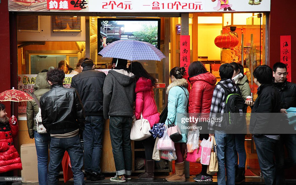 Customers wait in line outside a restaurant in Shanghai, China, on Thursday, Feb. 7, 2013. China's consumer prices rose 2 percent in January from a year earlier while the producer-price index dropped 1.6 percent, the National Bureau of Statistics said today in Beijing. Photographer: Tomohiro Ohsumi/Bloomberg via Getty Images