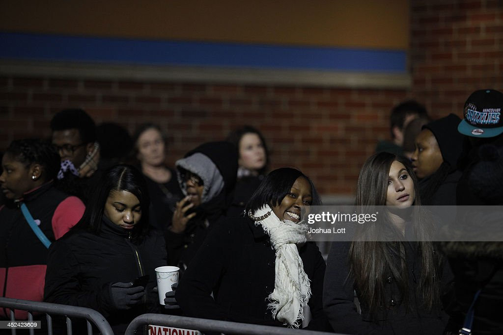 Customers wait in line to enter Wal-Mart Thanksgiving day on November 28, 2013 in Troy, Michigan. Black Friday shopping began early this year with most major retailers opening their doors on Thanksgiving day as consumers took advantage of discounted prices to prepare for the holiday season.