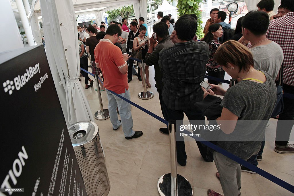 Customers wait in line to purchase the BlackBerry Z10 smartphone during the consumer launch of the device at the Central Park Mall in Jakarta, Indonesia, on Friday, March 15, 2013. BlackBerry, the Canadian smartphone maker that rolled out a new lineup in January, said one of its 'established partners' is buying 1 million BlackBerry 10 phones, the biggest order in the company's history. Photographer: Dimas Ardian/Bloomberg via Getty Images