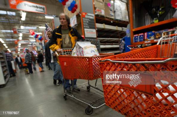Customers wait to purchase merchandise at the Home Depot Inc store in Emeryville California US on Tuesday June 28 2011 Home Depot Inc the largest US...