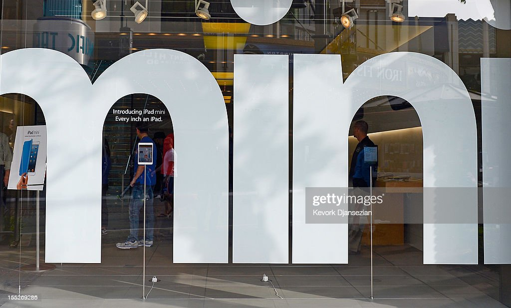 Customers walk into an Apple Store on November 2, 2012 in Los Angeles, California. It was reported that lines at Apple stores nationwide were short as the new iPad mini and 4th generation iPad went on sale today.