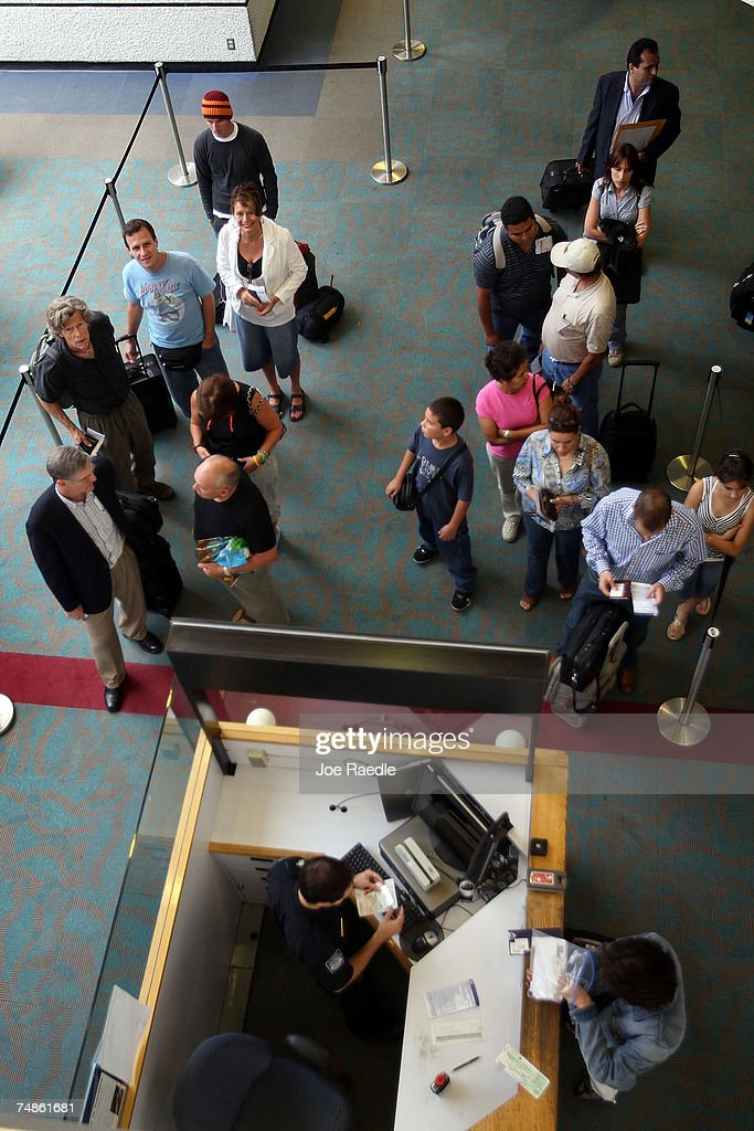 how to become a immigration officer at the airport canada