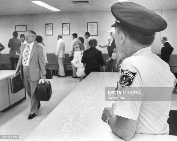 S Customs Inspector watts for Passengers as they pick their Luggage after Flight from calqary ***** Credit Denver Post Inc