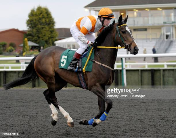 Cut The Cackle ridden by Jim Crowley at Lingfield Race Course