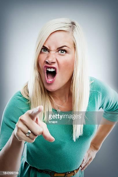 Linda mujer enojada