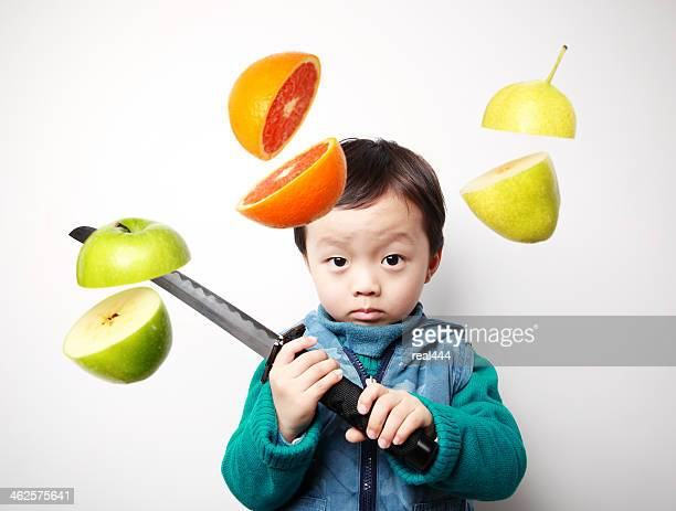 Mignon Asie enfants de fruits frais