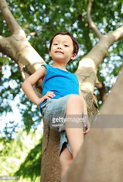 Süße asiatische Kinder im park
