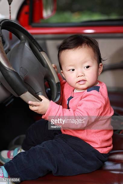 かわいい赤ちゃん駆動車