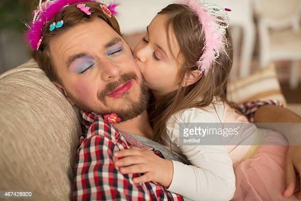 かわいい娘と彼女の父親がプリンセスます。