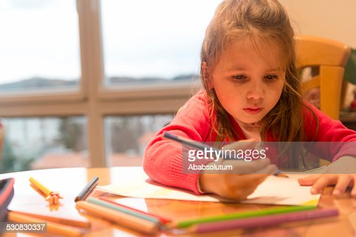 Cute Four Years Old Girl in Pink Drawing at Home : Bildbanksbilder