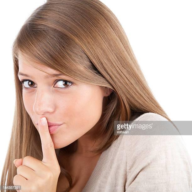 Jolie fille gestes silence