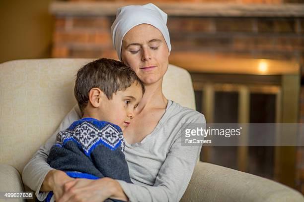 かわいい小さな男の子開催されている人もおおいので、彼の母親