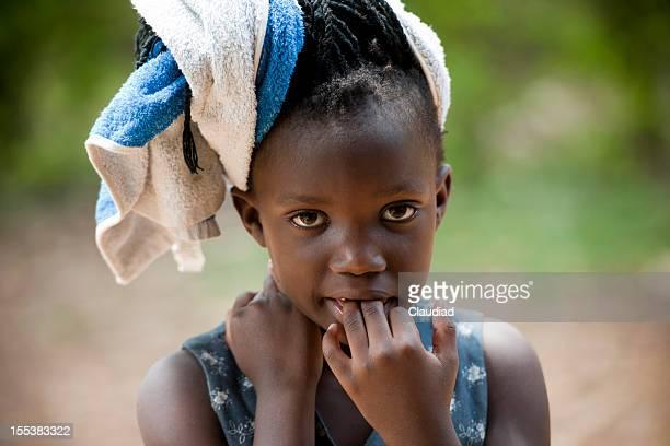 Niedliche kleine Mädchen nach Haare waschen