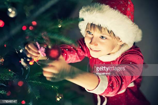Süßes kleines Mädchen Dekoration Weihnachtsbaum