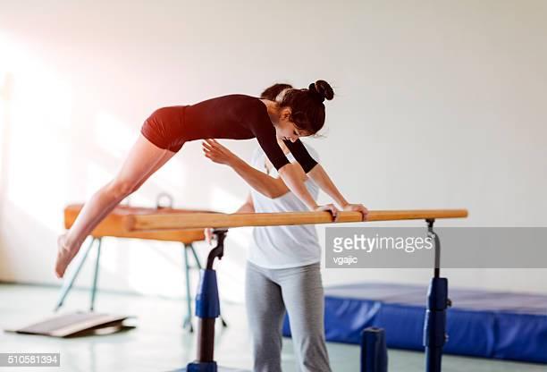 Joli fillette pratiquer la gymnastique