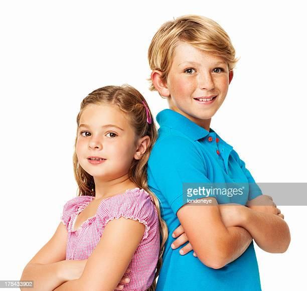 Adorables frères et sœurs debout ensemble-isolé