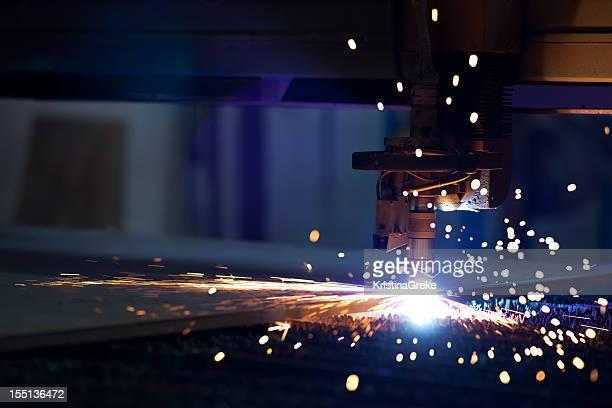Taglio al plasma di metallo con laser