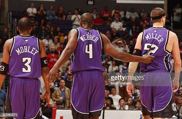 Cuttino Mobley Chris Webber and Brad Miller of the Sacramento Kings stand on the court during the game against the Los Angeles Clippers on January 17...