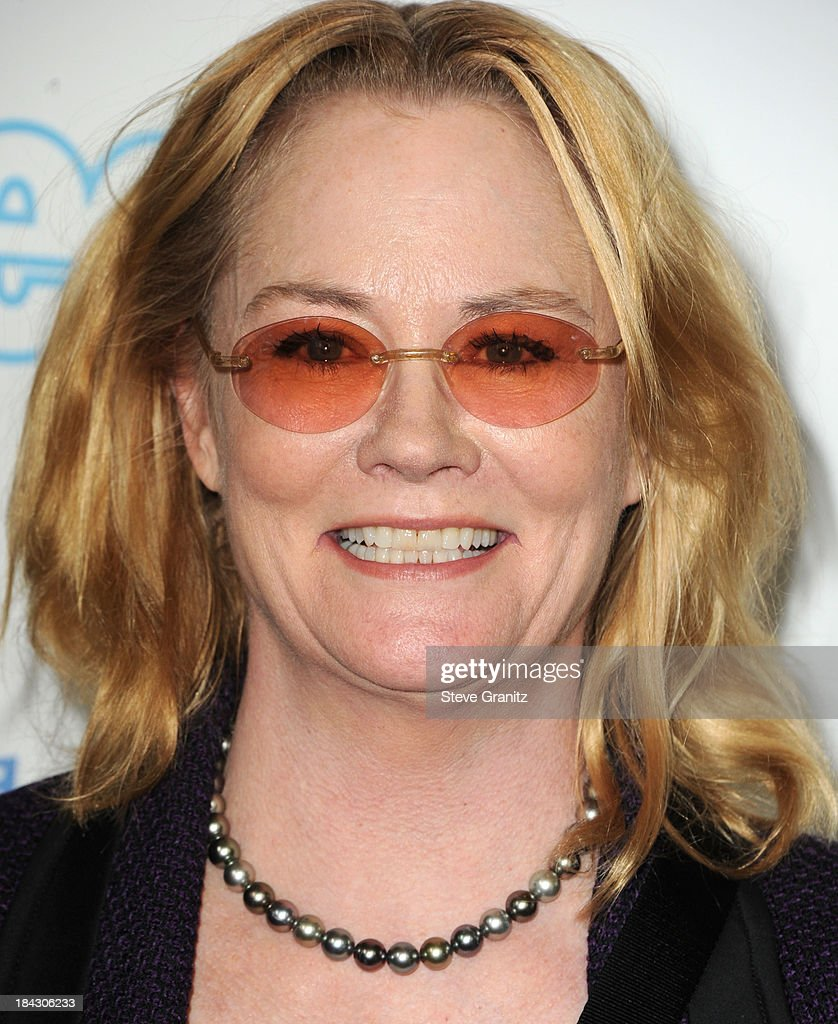 <a gi-track='captionPersonalityLinkClicked' href=/galleries/search?phrase=Cybill+Shepherd&family=editorial&specificpeople=212989 ng-click='$event.stopPropagation()'>Cybill Shepherd</a> arrives at the Hugh Jackman: One Night Only Benefiting The Motion Picture & Television Fund at Dolby Theatre on October 12, 2013 in Hollywood, California.