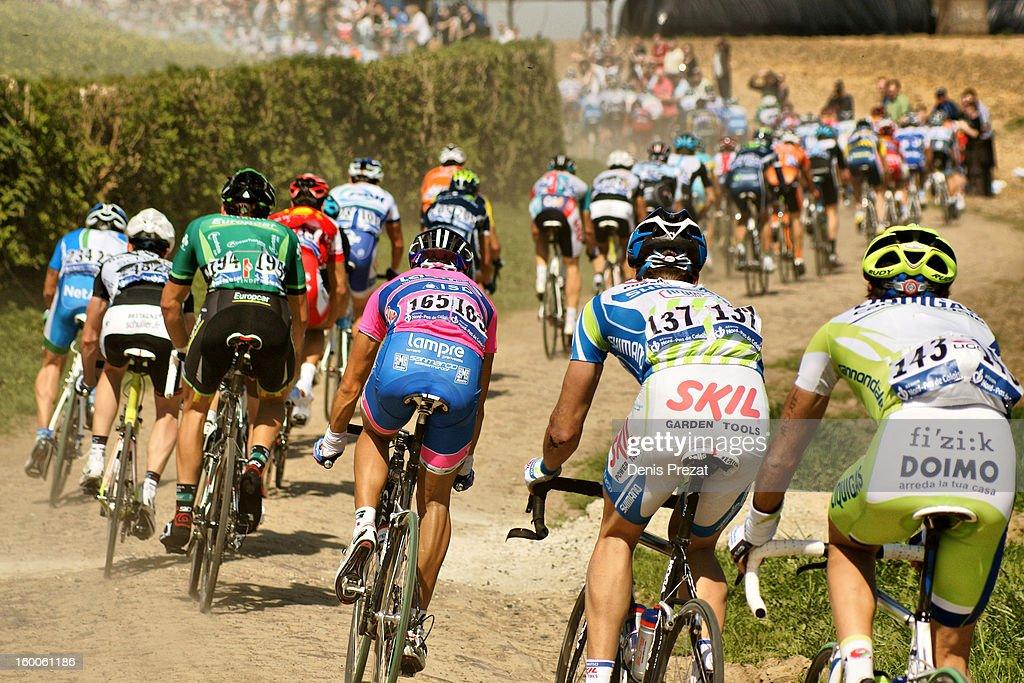 Paris - Roubaix 2011 Peloton sur le secteur pavé de Viesly