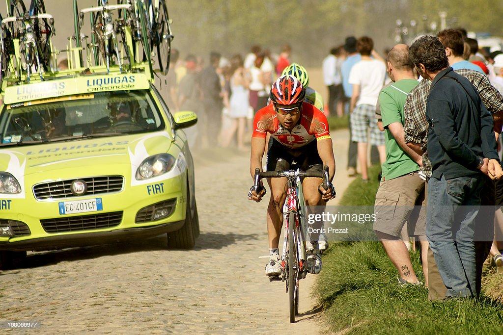 Paris - Roubaix 2011 Retardataire de l'équipe RadioShack à la peine sur le secteur pavé du Carrefour de l'Arbre