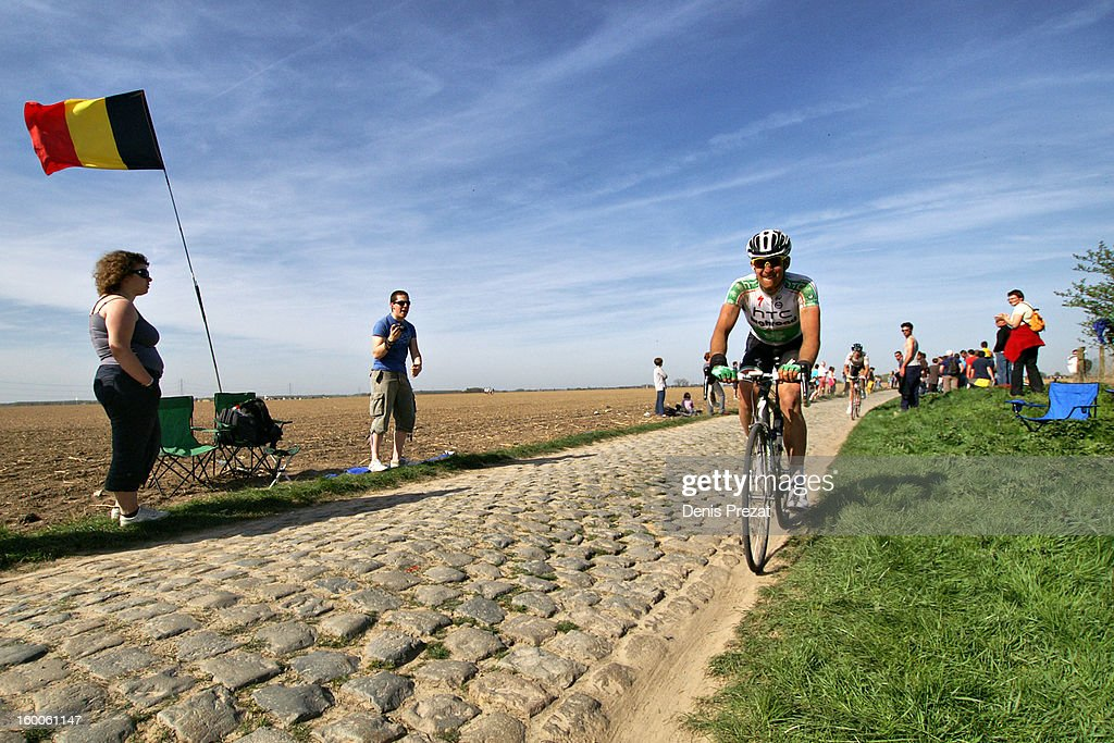 Paris - Roubaix 2011 Retardataire sur le secteur pavé du Carrefour de l'Arbre