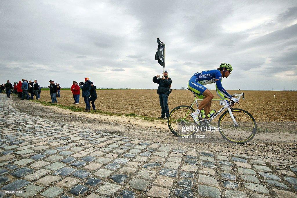 Paris - Roubaix 2012 Daniel Oss de l'équipe Liquigas en solitaire sur le secteur pavé de Gruson