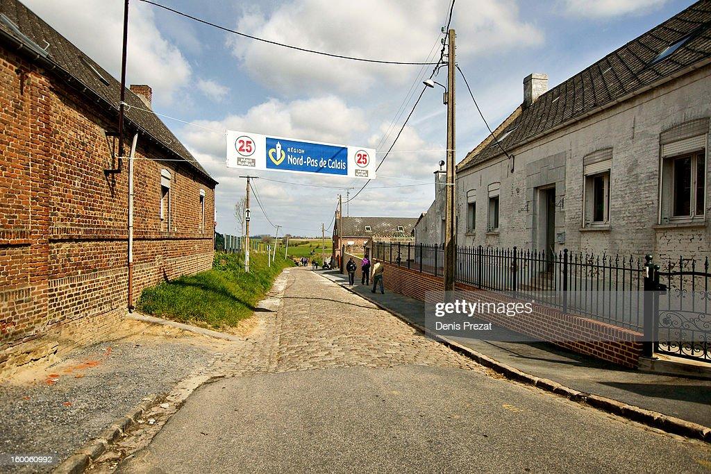 Paris - Roubaix 2012 - Entrée du secteur pavé n° 25 à Quiévy