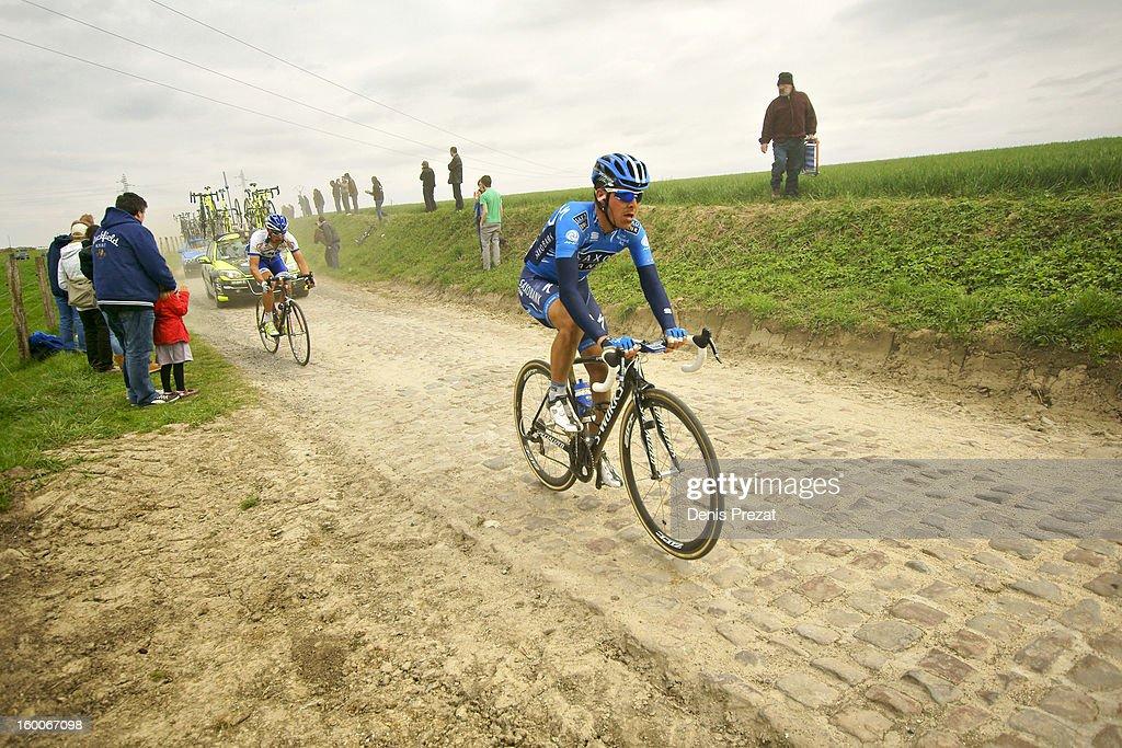 Paris - Roubaix 2012 Retardataire de l'équipe Saxo Bank sur le secteur pavé de Monchaux sur Ecaillon