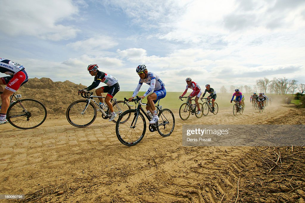 CONTENT] Cycle Race - Paris Roubaix 2012 - Steve Chainel et un petit peloton sur le secteur pavé de Viesly. Cobbles in Hell of North