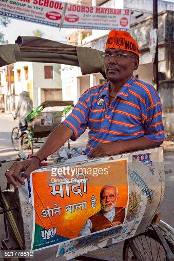 Cycle rickshaw Driver Wearing Modi Cap, Varanasi, uttar pradesh, India : Stock Photo