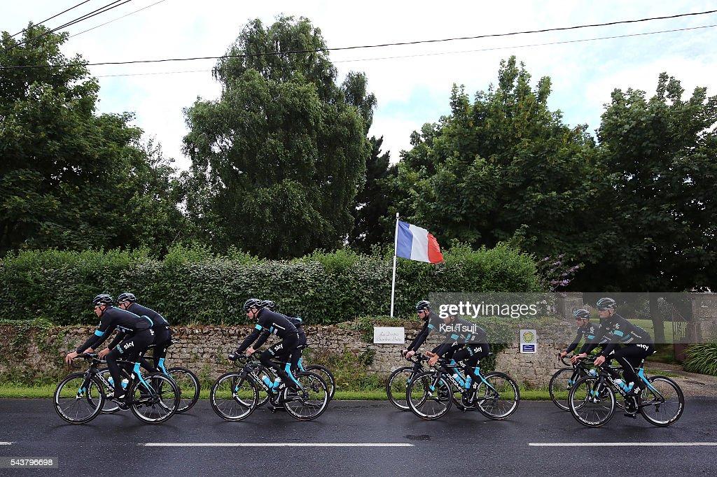 103th Tour de France 2016 / Training Team Sky Illustration / Christopher FROOME (GBR)/ Luke ROWE (GBR)/ Ian STANNARD (GBR)/ Geraint THOMAS (GBR)/ Vasil KIRYIENKA (BLR)/ Mikel NIEVE ITURALDE (ESP)/ Luke ROWE (GBR)/ Mikel LANDA MEANA (ESP)/ Flag / Training Team Sky (GBR) / TDF /