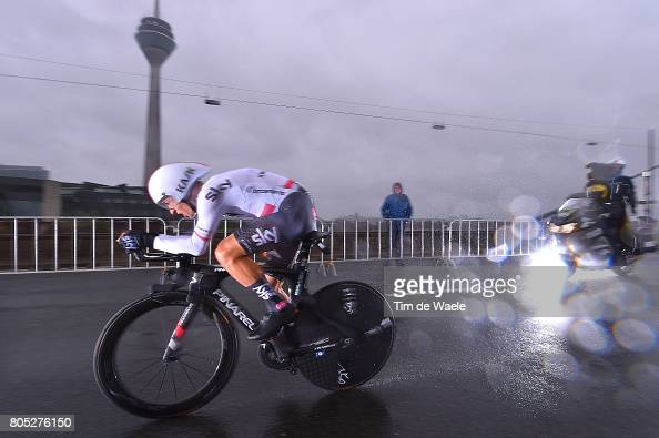 http://media.gettyimages.com/photos/cycling-104th-tour-de-france-2017-stage-1-michal-kwiatkowski-itt-picture-id805276150?s=594x594