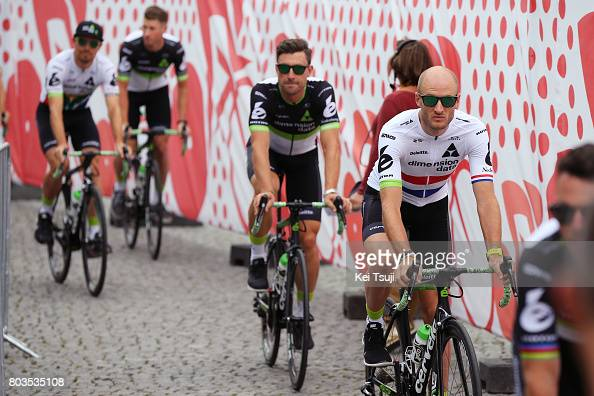 http://media.gettyimages.com/photos/cycling-104th-tour-de-france-2017-team-presentation-stephen-cummings-picture-id803535108?s=594x594